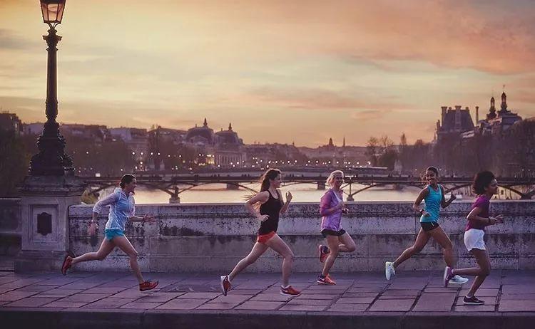 日跑巴黎三公里,根本不用化妆品   一边慢跑一边享受美景