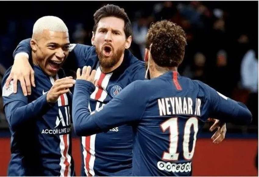 """梅西来了!""""球王""""加盟巴黎圣日耳曼,法国人都疯了!"""
