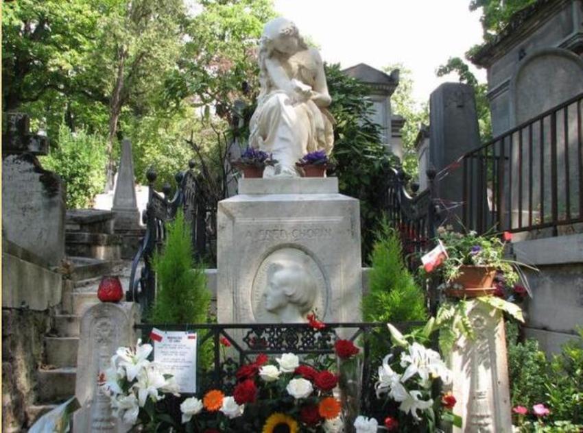 """法国这座男雕像超""""幸福""""!传说中女性抚摸它后能生子?"""